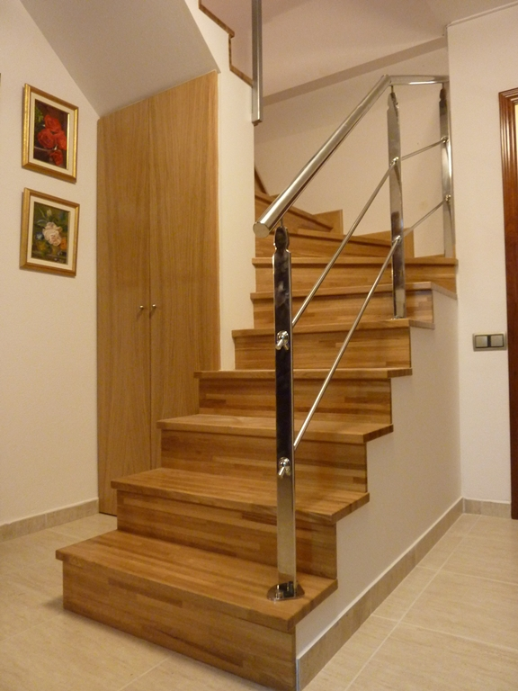 Escaleras de madera para interiores r woodman for Escaleras economicas para interiores