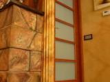 por R.Woodman carpintero ebanista Mataró Maresme y Barcelona cómoda espejos rusticos ventanas marcos de madera pasamanos dormitorio